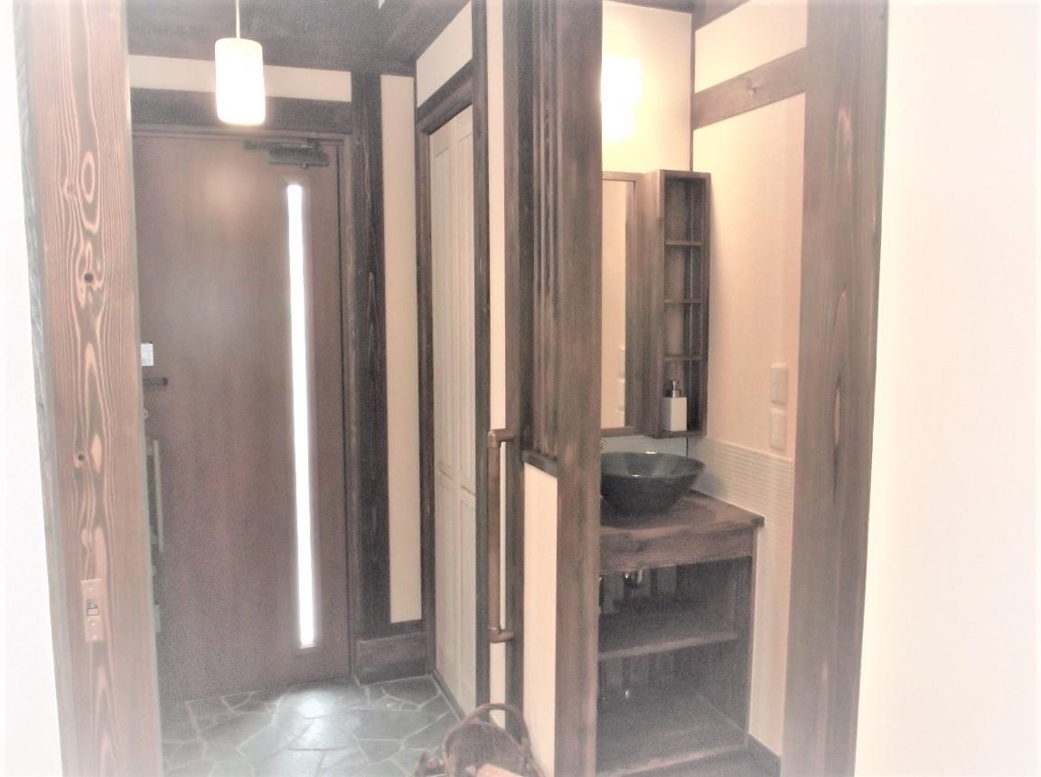 玄関ホールの洗面器