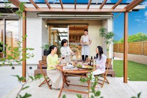 お庭でバーベキュー。天然木の「ひらやの家」モニター募集!150万円分の家具プレゼント!