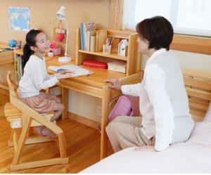 子供から大人まで使える学習机
