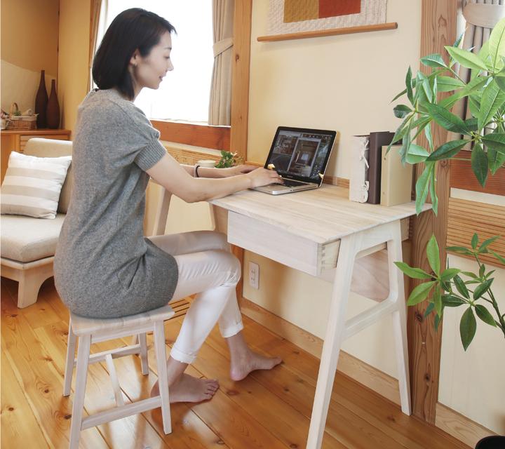 天然木の家具 桐のパソコンデスク
