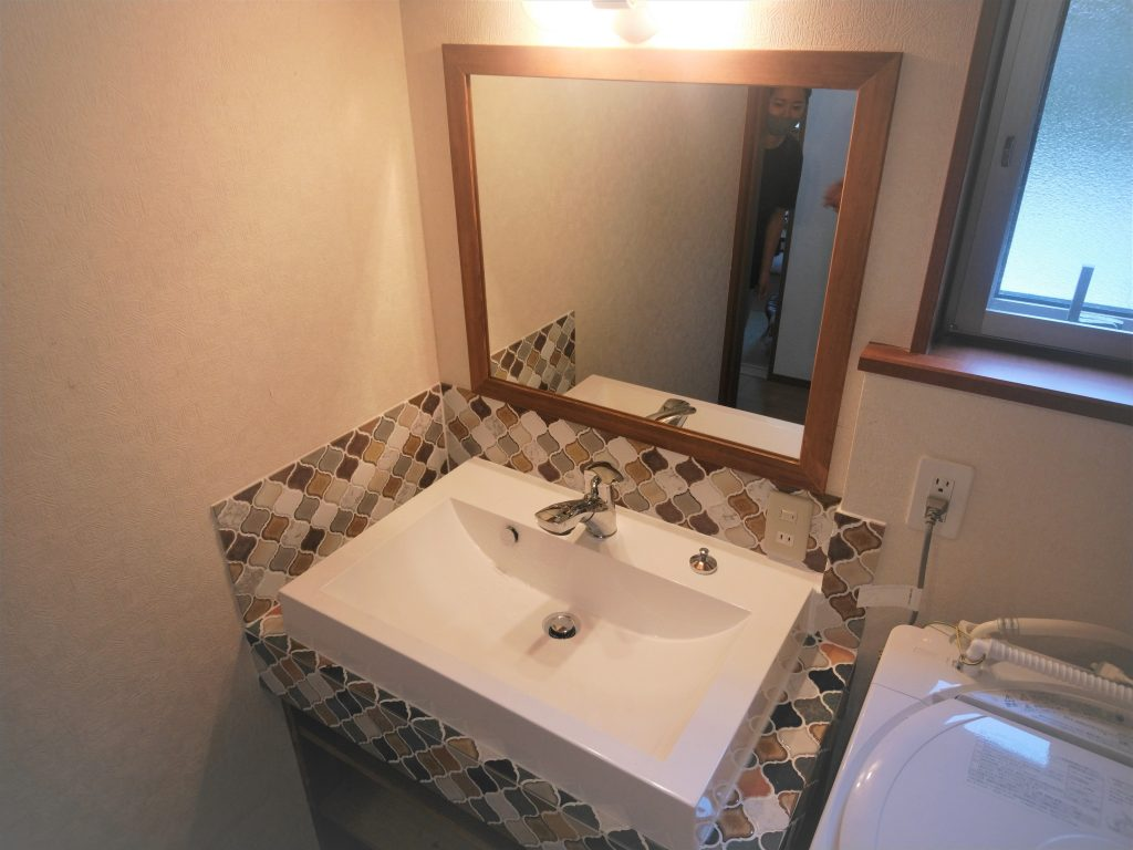 コラベルモザイクタイルで洗面化粧台リフォーム 所沢市事例