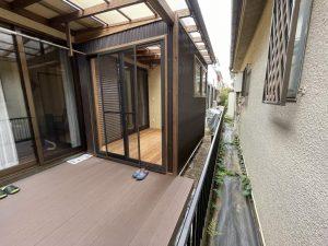 半分はオープンにしたガーデンルーム+デッキスペースー埼玉県三芳町事例写真