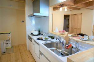 木の家対面キッチン事例写真