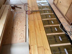 無垢材との相性の良い遠赤外線シート式床暖房