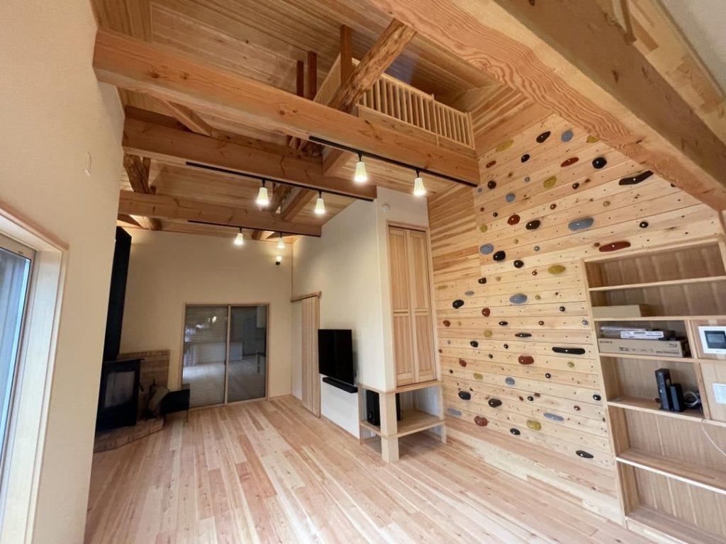 ボルダリングのある家天然木のリノベーション